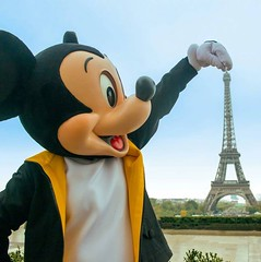 Venez connatre Disneyland Paris avec #VoulezTrans / Venha conhecer a Disneyland Paris com Voulez Trans / Come and visit Disneyland Paris with Voulez Trans Photo by @disney (voulez_trans) Tags: mickey disney disnelandparis disneyland paris tour eiffel toureiffel voulez trans vouleztrans