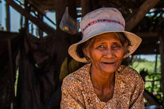 The good luck giving woman in Tonle Sap (_Guille_) Tags: azul tonle sap floating village ngc portrait retrato woman cambodia camboya blind people person luck lady