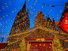 Advent, Advent more than one ligth are on (Renate Bomm) Tags: köln nordrheinwestfalen deutschland de advent shining leuchten historisch kulisse weihnachtsmarkt stimmungsvoll kunsthandwerk glühwein bühnenveranstaltungen roncalliplatz weihnachtlich domplatte weltkulturerbe somethingblue renatebomm felana cologne colonia nrw kölnerdom gebäude architektur heimatstadt heimat thegoldengallary goldengallary ligths golden oro flickrunitedaward coloursoftheworld denkmalschutz beautifulcapture goldenvisions visiongroup thegoldendreams vorweihnachtszeit lights mercadodenavidad christmasmarket