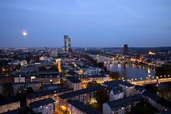 Frankfurt (derChambre) Tags: frankfurt blauestunde blau gelb mond ezb brücke skylinemalanders stadt supermond mondschein lichter lampen
