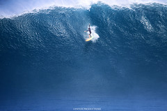 IMG_2910 copy (Aaron Lynton) Tags: peahi lyntonproductions canon 7d maui hawaii xll xxl bigwave big wave wsl surf surfig surfing jaws peahichallenge