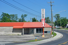 Grocer no more (Jake (Studio 9265)) Tags: north vernon iga grocer grocery store supermarket indiana usa united states america closed red roof building structure parking lot september 2016