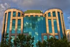 image (Luis Iturmendi) Tags: building arquitecture arquitectura edificio reflection reflejo luz light mirror sky clouds nubes cielo