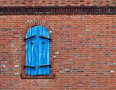 Les traces du temps (JV images) Tags: france window outdoor emotion canon6d orange photographie bleu blue hautrhin photography automne colors fall fentre alsace canon100mm canon fentre