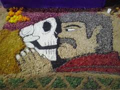 Frente a Frente (mayavilla) Tags: diademuertos mexico tradicion muerte colores calaveras esqueletos calaca bigoton acerrin tapete mexicano calavera parececapulina alfombra tambienparecepiporro