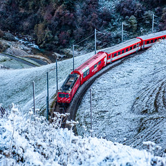 Red through white (jaeschol) Tags: europa farbe kontinent mgb matterhorngotthardbahn schnee schweiz switzerland transport transportunternehmen wetter rot