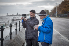 Major Mace and Frank Lund. (f22photographie) Tags: newbrighton wirral wirralcharacters characters artists photographersinaction majormace franklund theblackpearl theblackpearlnewbrighton candidphotography leicase