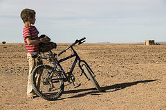 heroes (_esse_) Tags: morocco pianura kid future futuro bambino hero eroe sguardo look bicicletta bicycle sassi stones arido lagoasciuttodiiriki fiero proud proudness