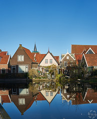 Reflet (PaaulDvD) Tags: netherlands holland pays bas marken volendam waterland water sun sky colors typical fog light outside