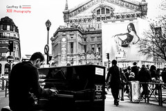 Le pianiste (Geoffrey B Photography) Tags: piano pianiste dior bnw blackandwhite black white street rue paris france people brands french music musique melodie melody monument instrumental instrument men woman song