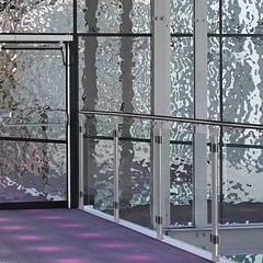 Copenhagen, Field's, Cinema (Detlef Schobert) Tags: cinema wall mall copenhagen shopping movie denmark mirror kino theater steel wand spiegel eingang skandinavien entrance fields scandinavia dänemark danmark kopenhagen stainless københavn cladding spejl stål ørestad rostfrei verkleidung einkaufszentrum edelstahl biograf nordiskfilm indkøbscenter steenstrøm benoy exyd rustfrit exydm absgruppen exydcom