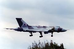 Vulcan XM598 (Rod Martins Photography) Tags: 1982 land vulcan approach waddington royalairforce xm598 44sqn