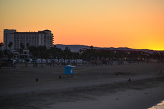 Sunrise at the Honeymoon Hotel (oc_man) Tags: california pier huntingtonbeach sunrisehb