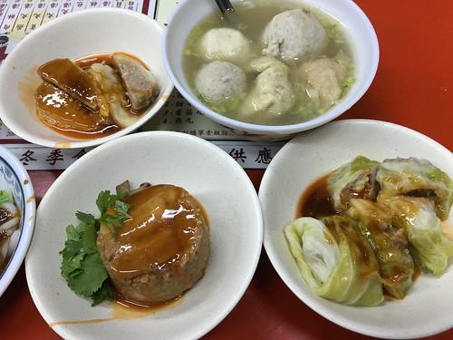 桶仔米糕, 苦瓜丸, 綜合丸湯, 菜捲, 呷二嘴, 台北