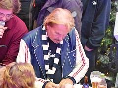 Frank Zander - Autogrammstunde in den Gropius-Passagen (gudrunfromberlin) Tags: neukoelln gropiusstadt gropiuspassagen frankzander