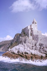 Guardin del mar (Lady Smirnoff) Tags: sea italy beach mar rocks europa europe italia playa fortaleza fortress rocas laspezia