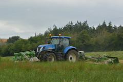 New Holland T7060 Tractor with Samasz Perfect Cut Mower Conditioner (Shane Casey CK25) Tags: new holland t7060 tractor samasz perfect cut mower conditioner blue nh cnh newholland castletownroche silage silage16 silage2016 grass grass16 grass2016 winter feed fodder county cork ireland irish farm farmer farming agri agriculture contractor field ground soil earth cows cattle work working horse power horsepower hp pull pulling cutting crop lifting machine machinery nikon d7100 traktori tracteur traktor trekker trator cignik