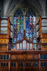 gewoon mooi . (roberke) Tags: kerk church windows ramen glasramen orgel houtwerk vakwerk deur door architecture architectuur outdoor old oudenaarde oostvlaanderen belgium sintwalbugakerk