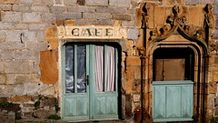 Caf (patrick_milan) Tags: saint renan roof toit building immeuble window fentre architecture patrimoine pierre stone rock porte door sign affiche label saariysqualitypictures destroyed broken abandon oubli forgotten ruin ruine decay old house vieux rouille rusty wreck castel chateau