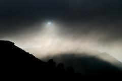 Por Teruel, 31 de octubre. Amanece entre las nubes (carnuzo) Tags: leica m9