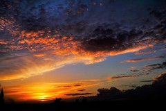 LUZ DE ATARDECER (ameliapardo) Tags: atardeceres cielo azul rojo ocaso naturaleza puestasdesol andalucia sevilla espaa