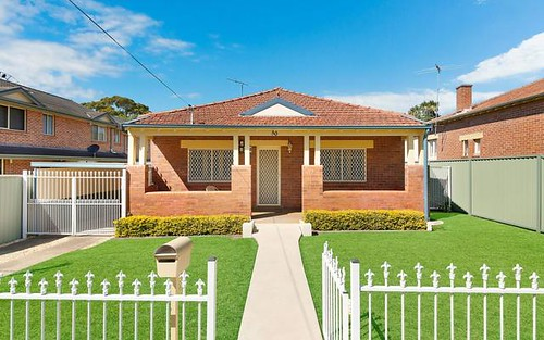 30 Cambridge Av, Bankstown NSW 2200