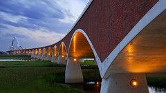 De Oversteek (zsnajorrah) Tags: urban architecture bridge evening dusk twilight bluehour sky clouds reflection longexposure 7dmarkii ef1635mmf4l netherlands nijmegen deoversteek
