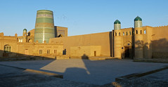 Place centrale (Raymonde Contensous) Tags: ouzbékistan ichankaka khiva architecture islam mosquéesetmedersas kaltaminor kounyaark