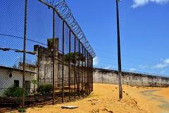 Do lado de dentro (andrealtavares) Tags: alcaçuz prisão presídio cadeia jail muro cerca céu