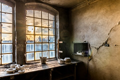 Sonnenuntergang in der alten Porzellanfabrik (ho4587@ymail.com) Tags: lost place verlassen abandoned alt kaputt porzellan fabrik fenster licht gegenlicht sonnenuntergang