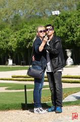 Selfie avec deux smartphones pour ce couple ! (mamnic47 - Over 6 millions views.Thks!) Tags: versailles chateaudeversailles lesgens yvelines img1504 couple selfie