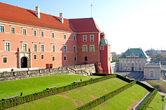 Poland-00853 - Castle and Palace (archer10 (Dennis) 85M Views) Tags: poland warsaw sony a6300 ilce6300 18200mm mirrorless free freepicture archer10 dennis jarvis dennisgjarvis dennisjarvis iamcanadian novascotia canada globus