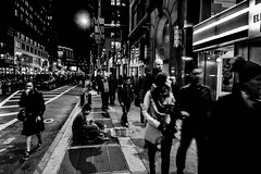 Joven sin recursos 2 (Garimba Rekords) Tags: nuevayork eeuu nyc ny otoo blancoynegro pobreza sintecho homeless manhattan