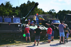 DSC_0600 (Mateusz Woek) Tags: black car truck soldier army mercedes benz tank polish august limo mercedesbenz kit hummer h1 h2 humvee kitcar tatra tychy 2015 t34 polskiego wito czog sierpie wojska onierz spadochroniarz