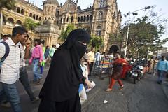 HL8A1943 (deepchi1) Tags: india muslim hijab bombay mumbai niqab centraltrainstation