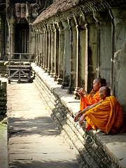 Bonzes (haignere.florian) Tags: orange temple asia cambodge cambodia angkorwat siem reap siemreap angkor wat bonz