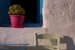 Schinoussa - Chora - maison 2 (luco*) Tags: window fleurs de table greek chair small pot greece basil maison fenêtre grèce chora chaise cyclades petites grec basilic schinoussa kyklades hellada flickraward flickraward5 flickrawardgallery