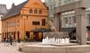 Metropolis: Oslo (claudios53) Tags: oslo norge mano fontana norvegia dito