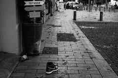 sans titre-2.jpg (guy.sapin) Tags: chaussure gens people pigeon rue shoe street