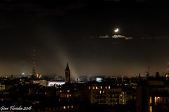 Notturno milanese (Gian Floridia) Tags: milano seustorgio campanile chiarori città mezzaluna night notturno nuvolettetetti quiete riposo silenzio