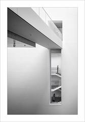 MOMA IV (ximo rosell) Tags: ximorosell bn blackandwhite blancoynegro bw museu newyork eeuu stairs composici