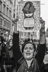 NON UNA DI MENO (Claudia Celli Simi) Tags: nonunadimeno manifestazione roma violenzasulledonne pariopportunita italia lazio ritratti portrait photojournalism streetphotography fotogiornalismo bw bn biancoenero blackandwhite contrasto monocromo