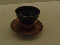Tenmoku Bowl & Ryukyu lacquer stand (toranosuke) Tags: britishmuseum japaneseceramics ryukyuanlacquerware setowares tenmoku 天目 瀬戸焼 琉球漆器