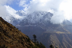 Blick hinber nach Phortse (Alfesto) Tags: sagarmathanationalpark trekking wanderung himalaya phorche phortse namche khumbuarea tengboche nepal
