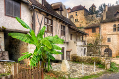 St Cirq banana (PhilHydePhotos) Tags: architecture autumn buildings fall france lesplusbeauxvillagesdefrance southoffrance stcirqlapopie themostbeautifulvillagesoffrance btiments