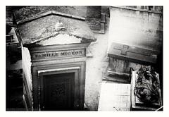Famille Migeon (s1nano) Tags: france paris cemetery blackandwhite bw grave nikkorafsdx1855mmf3556gvr nikond60 dark montmartrecemetery cimetièredemontmartre