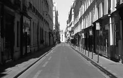 Empty Paris (Amelien (Fr)) Tags: 147 100 28 2016 50mm ant analog argentique believeinfilm capturedonrealfilm dilutione elmar epson film fuji fujifilm hc110 leica m3 neopan pellicule blackandwhite bw filmisnotdead homescanned monochrome nb noiretblanc v550