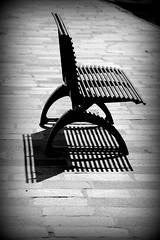 panchina (bench) (pjarc) Tags: europe europa eu italy italia panchina bench ottobre october 2016 linee ombre shadows foto photo bw biancoenero black white