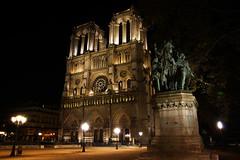 Paris (Noir et Blanc 19) Tags: paris notredame nightlights nuits cathdrale sony a77