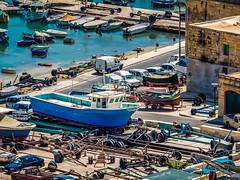 Das Boot | The Boat (K.H.Reichert) Tags: boot boat wasser harbour malta autos hafen farben gozo mgarr kreichert ilqala